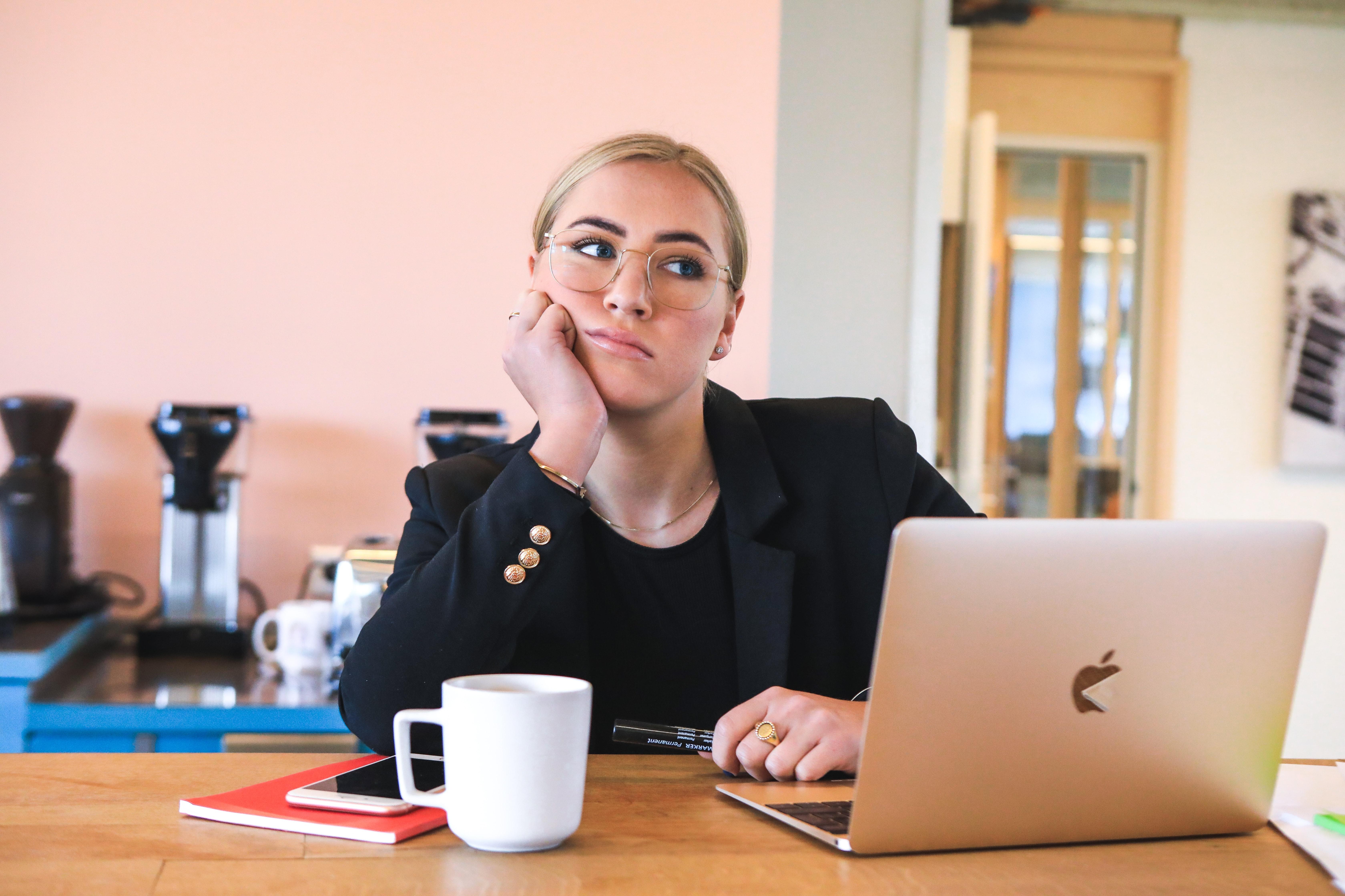 Bør ansatte selv velge å jobbe hjemmefra? Seks ting du som leder må tenke på
